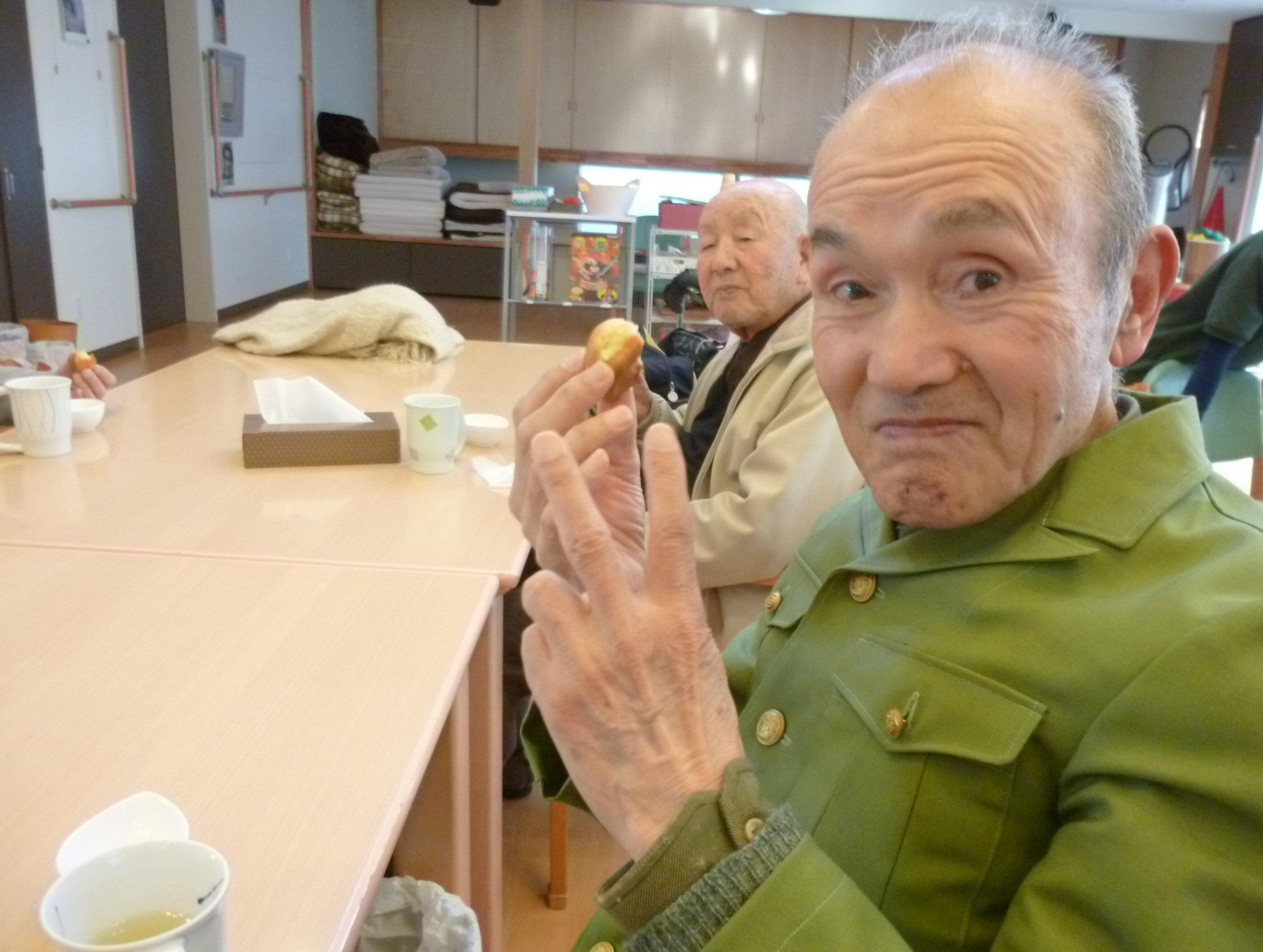 揚げドーナッツ作り (2)