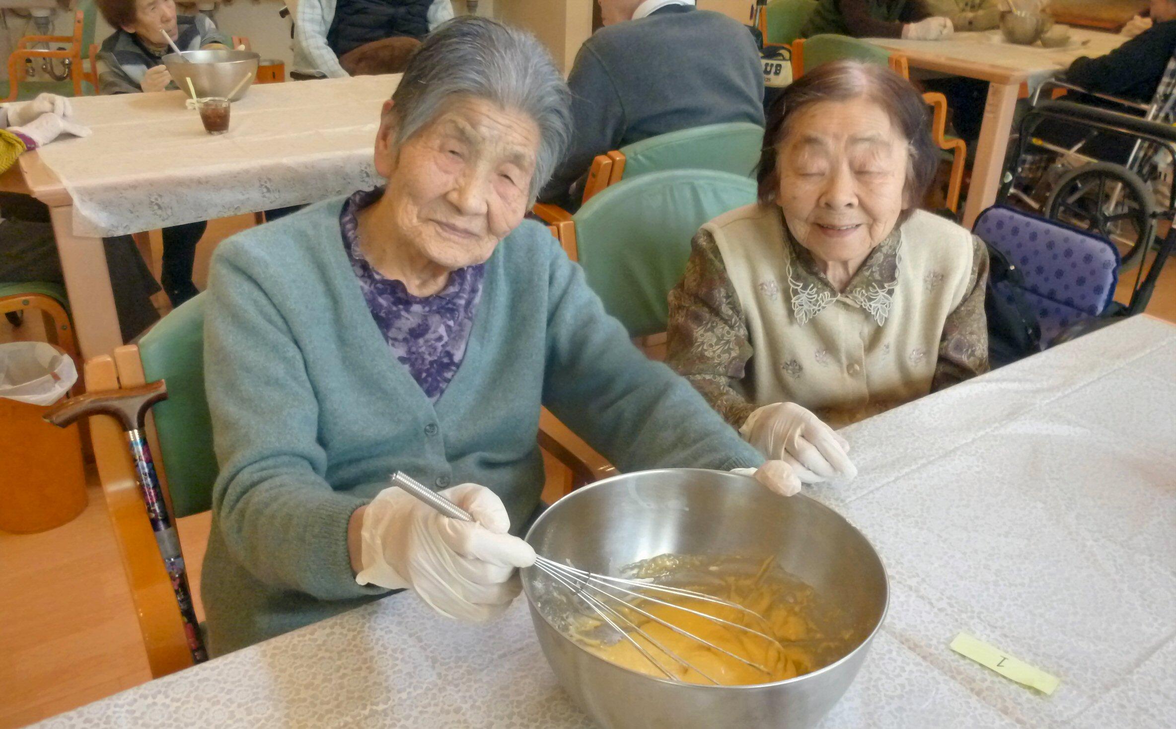14日 おやつ作りマーブル蒸しパン②